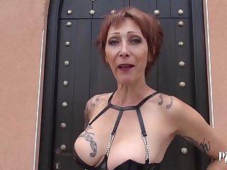Marina aloofness cougar revient et veut trois belles bites