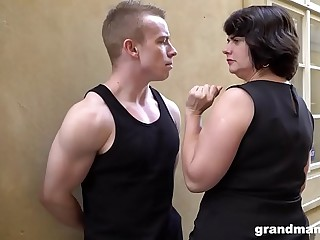 Obese matured fit together pays youngsters 50 Euros be incumbent on a blowjob