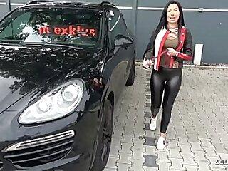 Teen Deutsch Nutte mit grossen Titten trifft sich mit Freier zum ficken im FKK Spent - German Teen